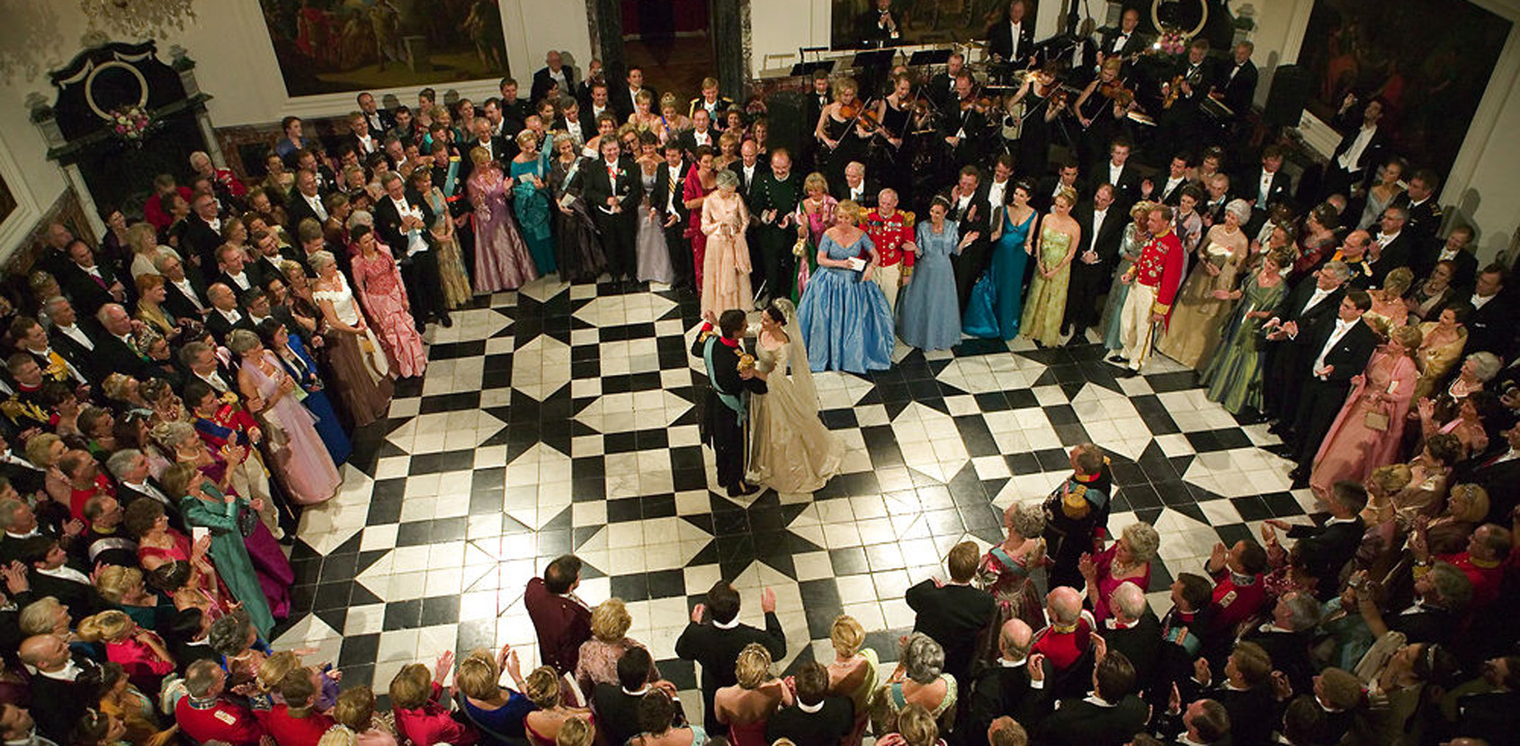 The Royal Couple danced the bridal waltz in the Dome Hall of the palace. Photo: Scanpix / Jørgen Jessen