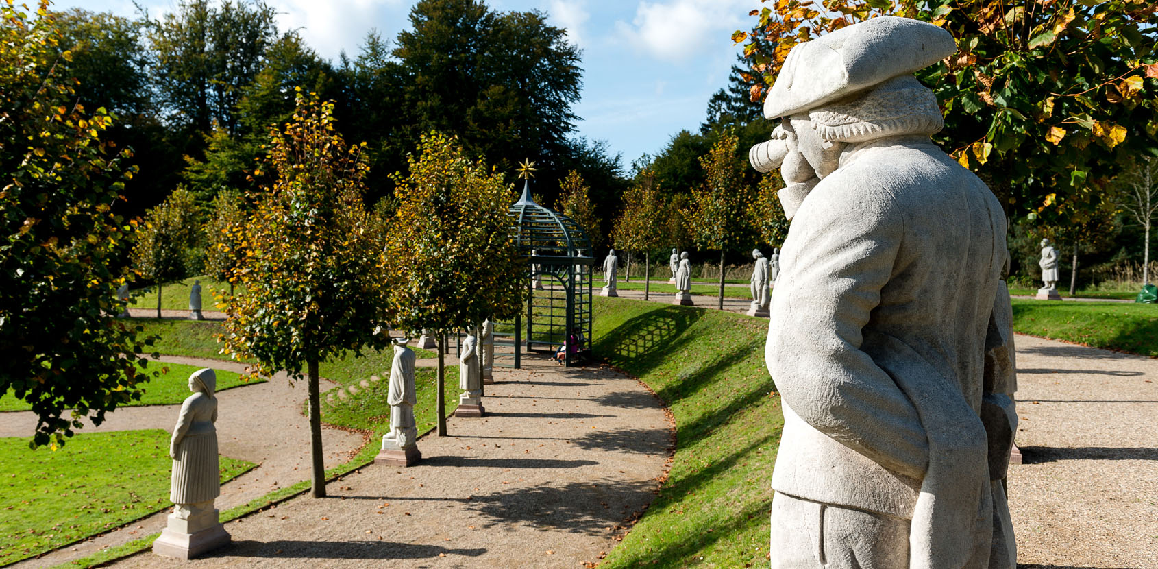 Sculptures of farmers and fishermen in Frederick V's Baroque gardens at Fredensborg Palace. Foto: Thomas Rahbek